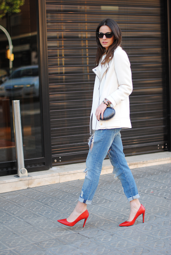 red heels, baggy jeans, maison du posh clutch, creme jacket